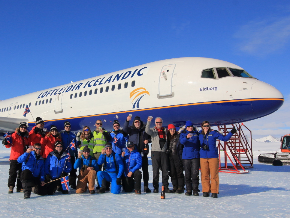 First Commercial Passenger Flight Touches Down In Antarctica