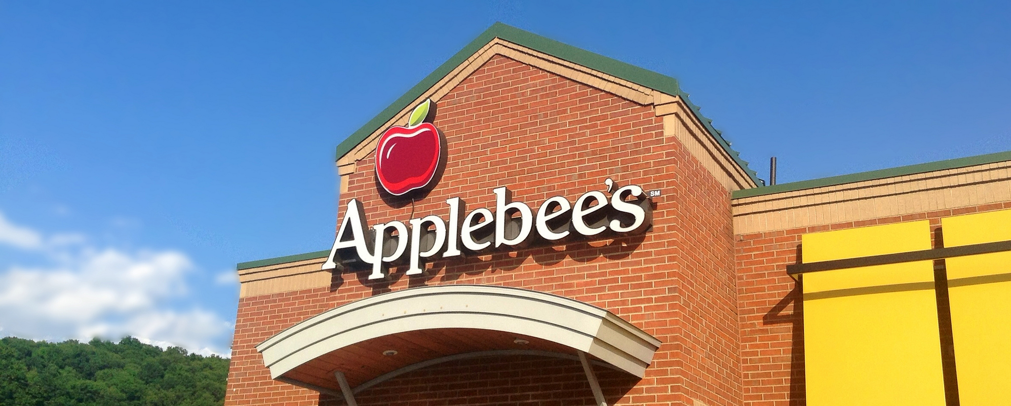 Woman Files Lawsuit Against Applebee's Claiming She Found Bloody Fingertip In Her Salad