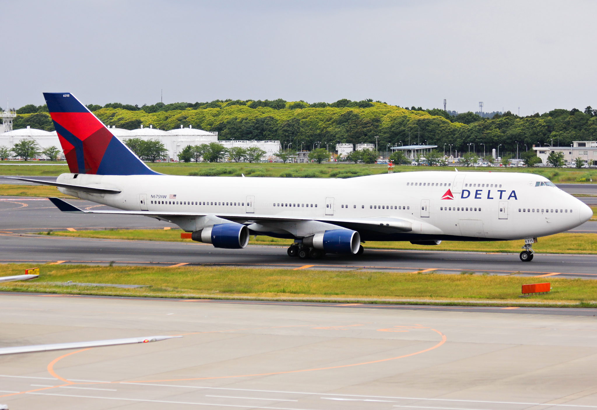 Delta Considering Bringing Free Meals Back To Coach