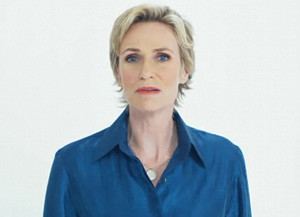Watch Jane Lynch Make Fun Of The iPhone 4
