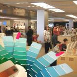 Apple's Color Coded Employees Confuse Shopper