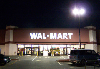 Walmart Goes Crazy On Couple Suspected Of Shoplifting