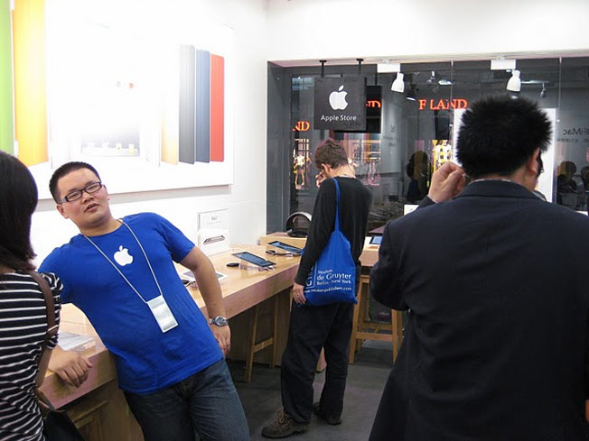 Completely Fake Apple Stores Found In China
