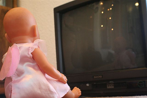 "FCC Requires ""Consumer Alert"" Labels For TVs Affected By The Switch To Digital Television"