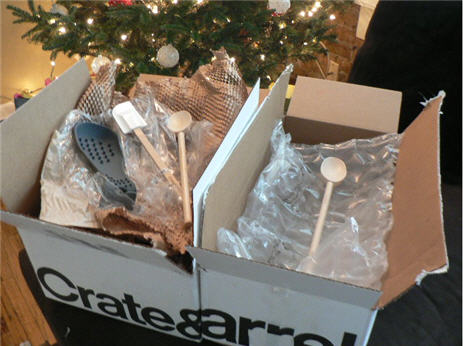 Crate & Barrel's Wooden Spoon Packaging Is Very Efficient