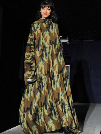 Snuggie Fashion Show Takes NY Fashion Week By Storm