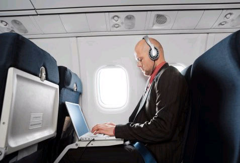 Airplanes To Become WiFi Hotspots