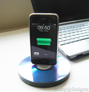 Recycle Old CDs Into An iPhone or iPod Dock