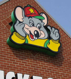 Man Takes Kids To Chuck E. Cheese's For Wholesome Purse-Snatching Fun