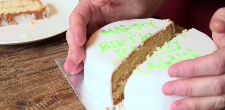 How To Cut A Round Cake So The Leftovers Won T Dry Out