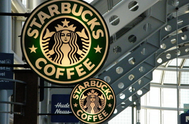 400 People Continue Starbucks Pay-It-Forward Chain For 11 Hours