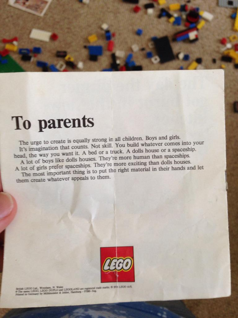 '70s LEGO Flyer Reminds Everyone Toy Used To Be Gender-Neutral
