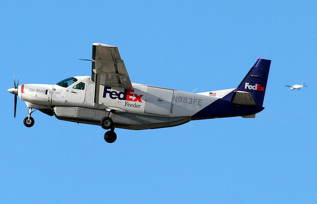 FedEx & UPS Sticking With High Fuel Surcharges Even As Gas Prices Drop
