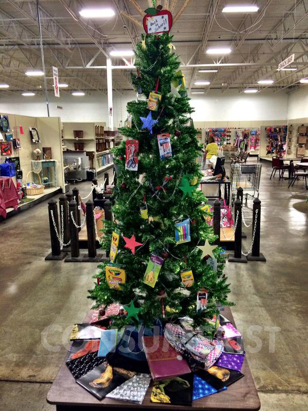 Craft Store Decorates Festive Back-To-School Tree To Mark Important Holiday