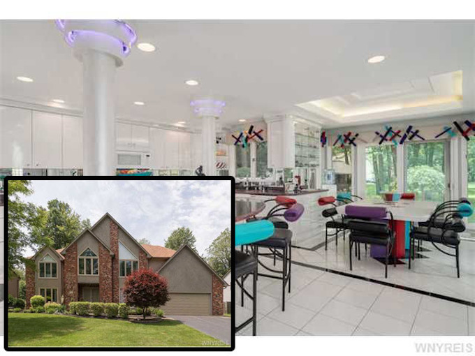 Marvelous In The Suburbs Of Buffalo, New York, There Is A House That Until Recently  Was For Sale. From The Front And From The Back, The Exterior Looks Like Any  ...