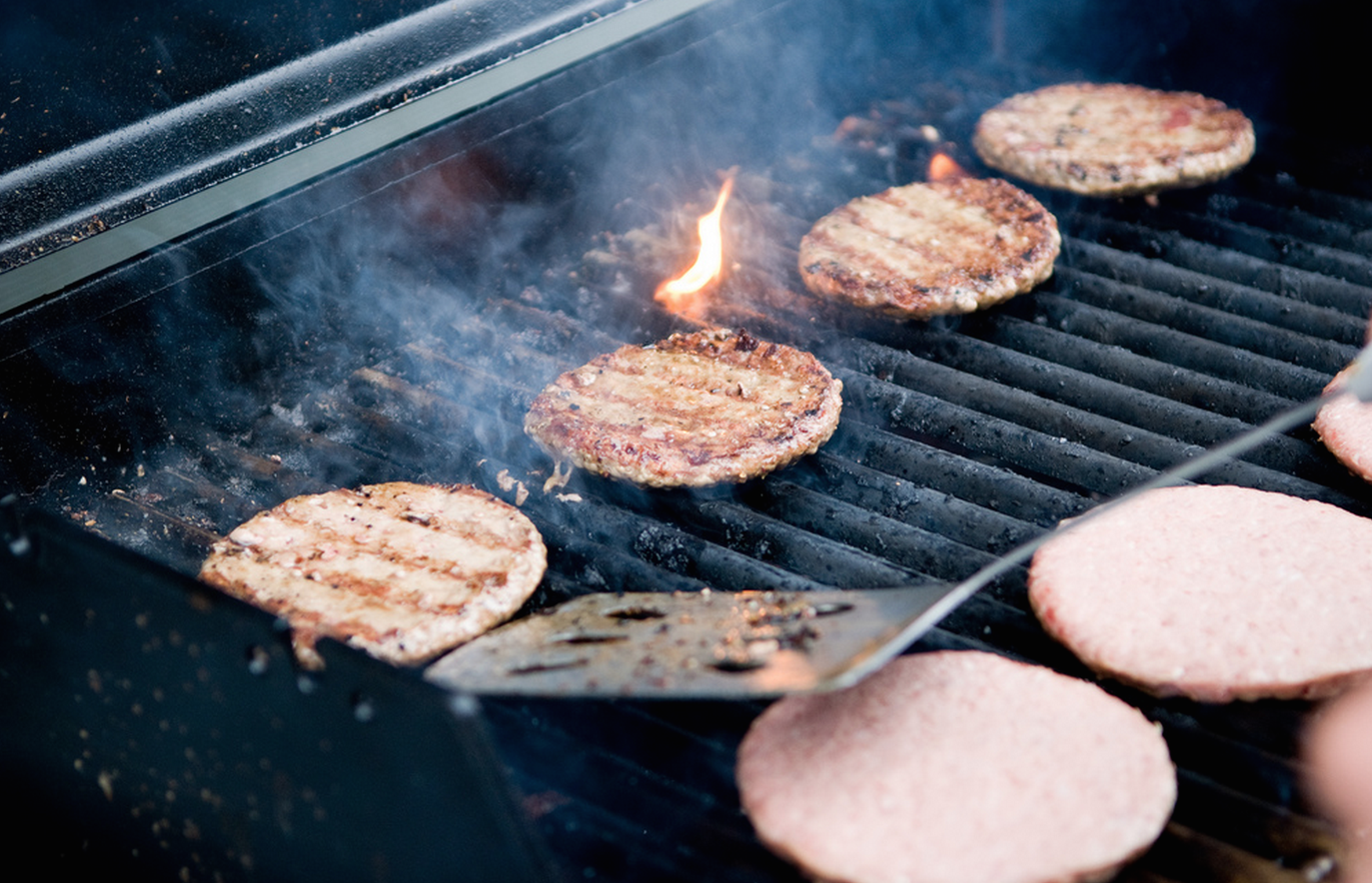 5 Cold-Weather Grilling Tips For Your Super Bowl Party