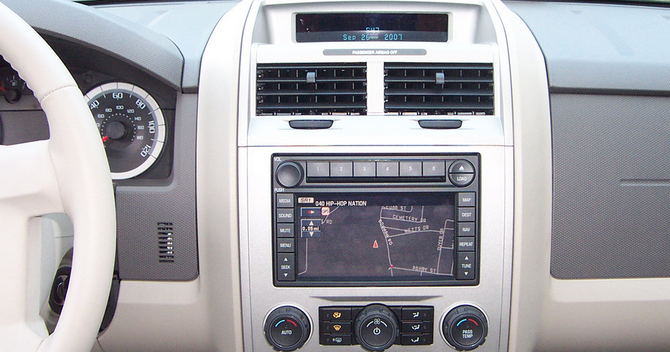 Study: Car Infotainment Systems Remain A Distraction, Despite Voice Command Functions