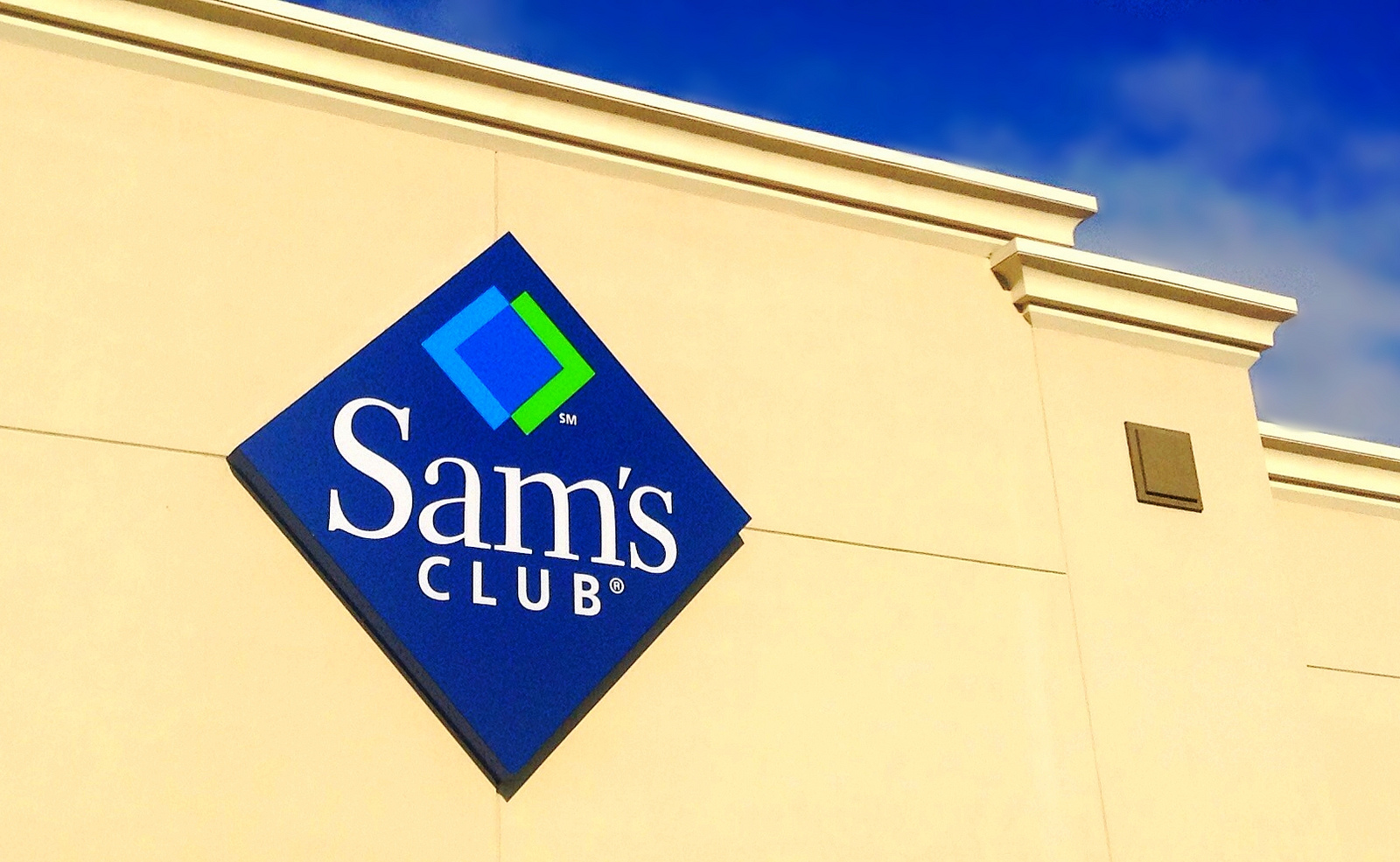 Woman Gives Birth In Sam's Club Bathroom With Employees' Help