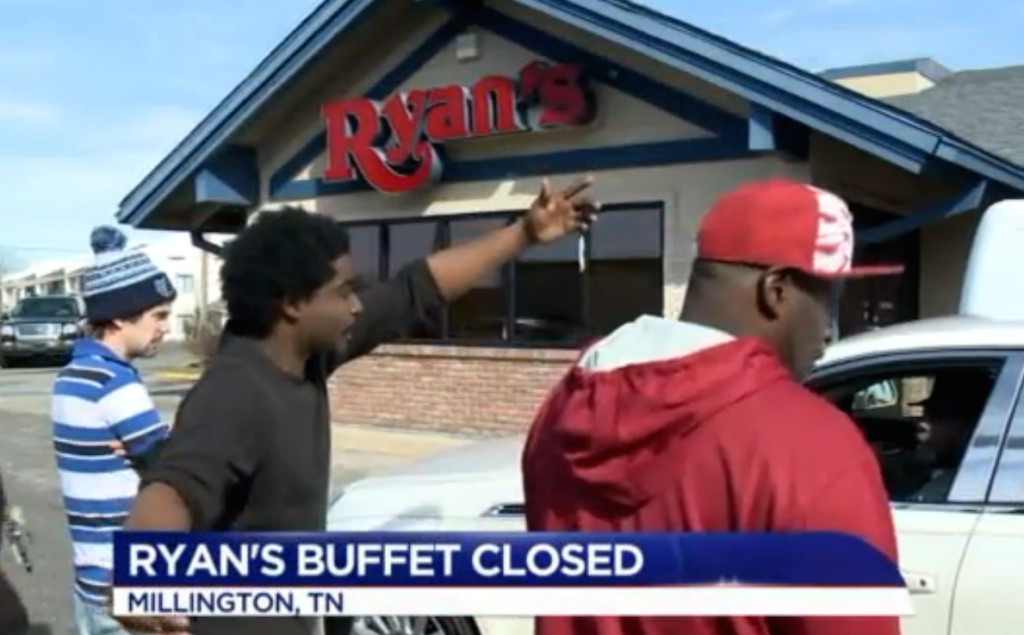 Customers and employees gathered in the parking lot when they couldn't enter the restaurant. (WREG)