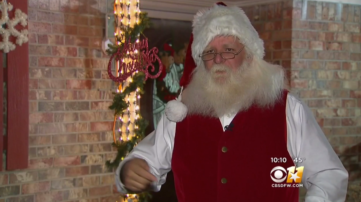 Man Kicked Out Of Six Flags For Being An Unapproved Santa Lookalike